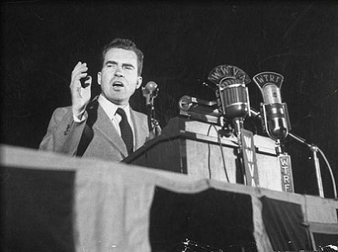 Richard Nixon håller ett tal (2)