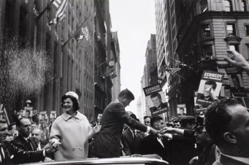 Picture Cornell Capa 1960 -- John F. Kennedy and Jackie campaigning in New York