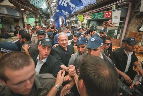 Benjamin Netanyahu kampanjar i Jerusalem 2015-Foto av Flash 90